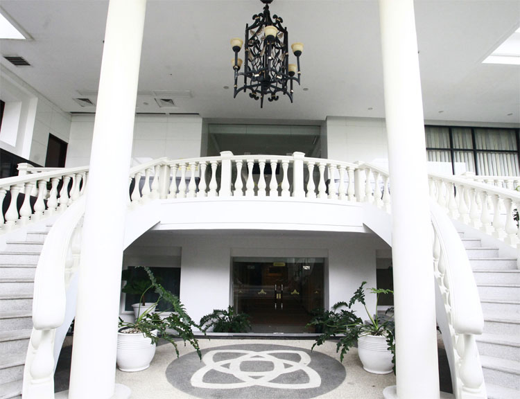 Entrance to the park at The Papandayan is tastefully constructed