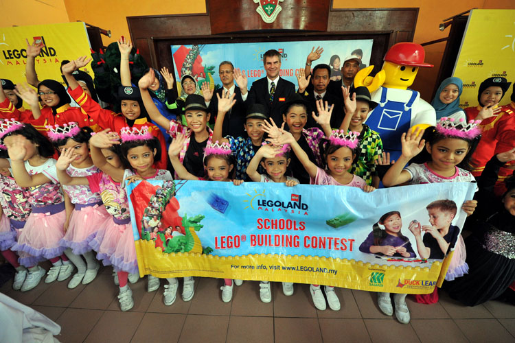 Building Craze to Construct National  Icons For Malaysian Schools