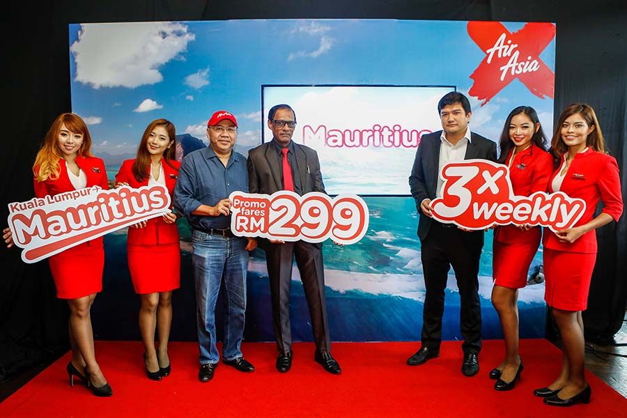 AirAsia X launched Mauritius as its latest destination today with all-in-fares from as low as RM299 one-way. Present at the launch are His Excellency Mr Issop Patel (centre), High Commissioner of Mauritius to Malaysia, Datuk Kamarudin Meranun (3rd from left), Group CEO of AirAsia X and Benyamin Ismail, CEO of AirAsia X Berhad.