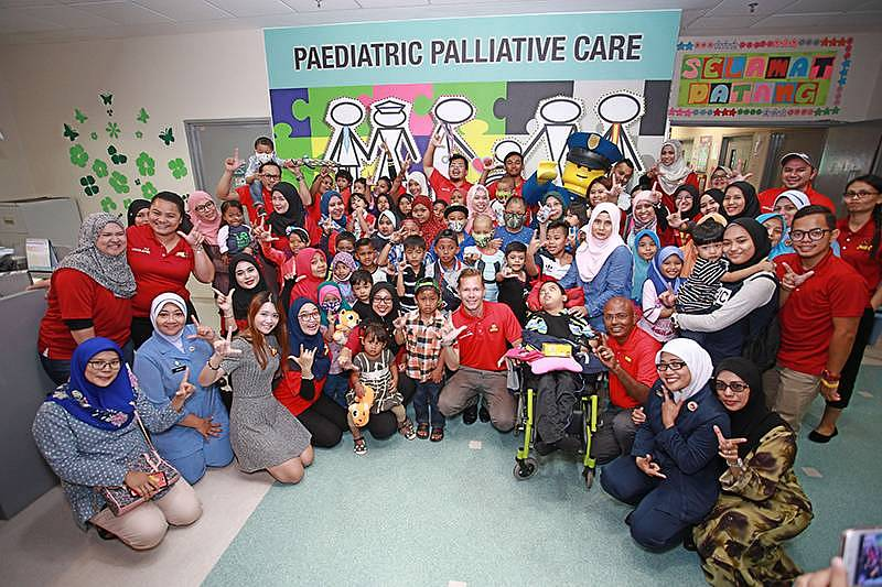 LEGOLAND® Brings Its Awesome Holiday Fun To The Kids  In Hospital Sultan Ismail Johor.