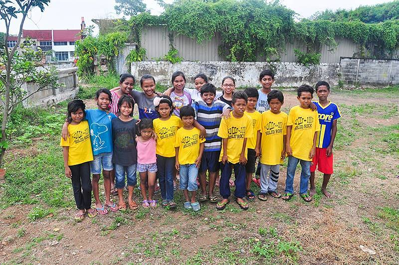Xmas Wish Tree Project to Help Orang Asli Children Get Dressed to Head Back to School