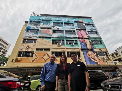 Traveloka Engages Renowned Local Artist Akid One to Design Travel Mural on Kota Kinabalu Hotel