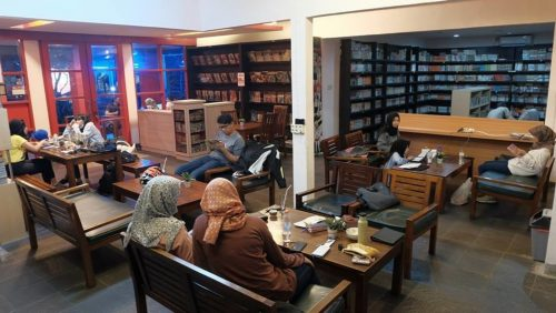 Zoe Cafe and library