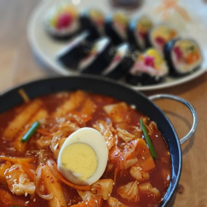 Tteokbokki served at Cottiny Cafe (Photo © Cottiny Cafe Facebook)