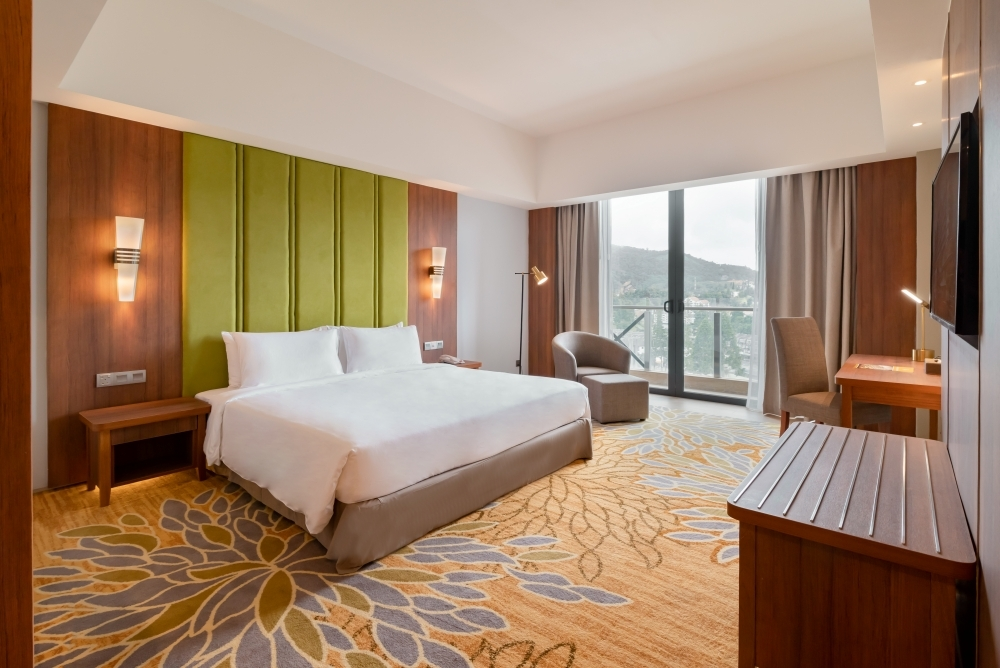 Contemporary guestroom at Zenith Cameron that offers comforts of a home