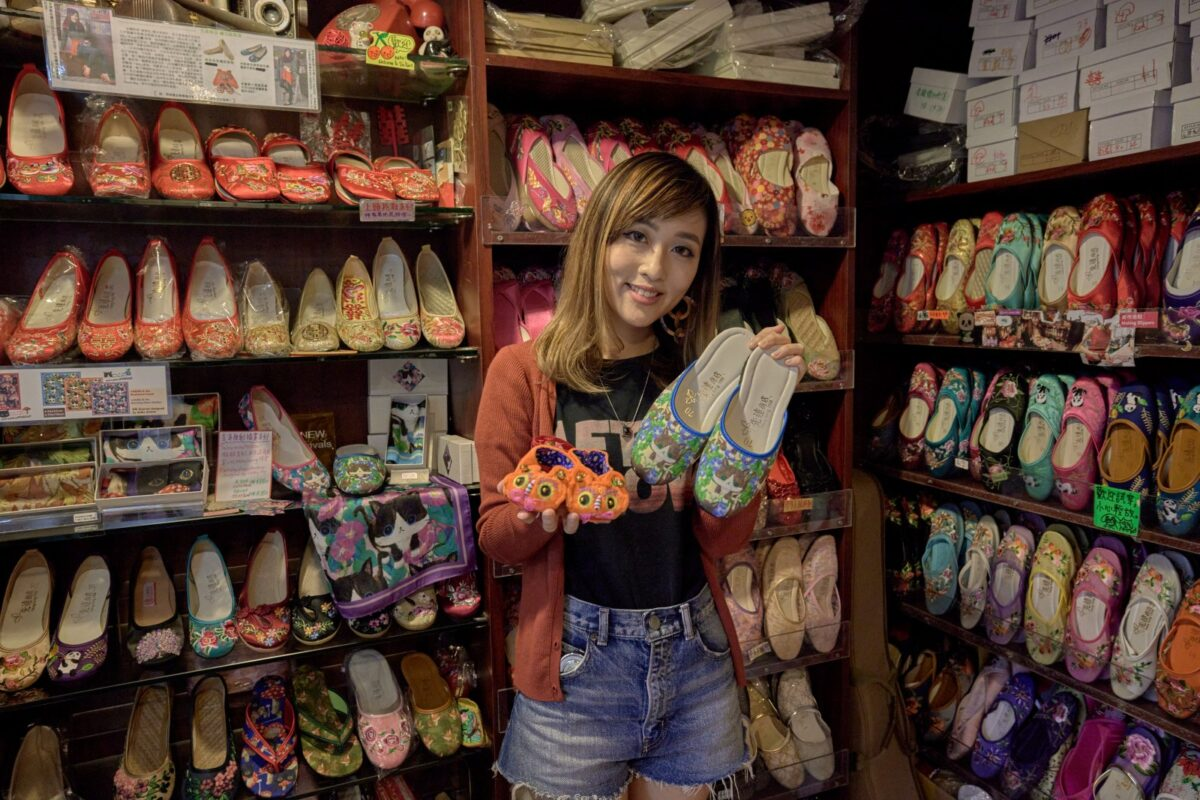 Sindart makes and sells traditional handmade Chinese embroidered slippers since 1958.(© Hong Kong Tourism Board)